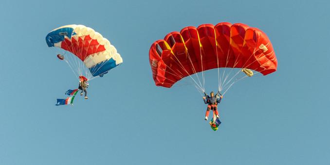 Festa de l'Unità – il lancio dei paracadutisti