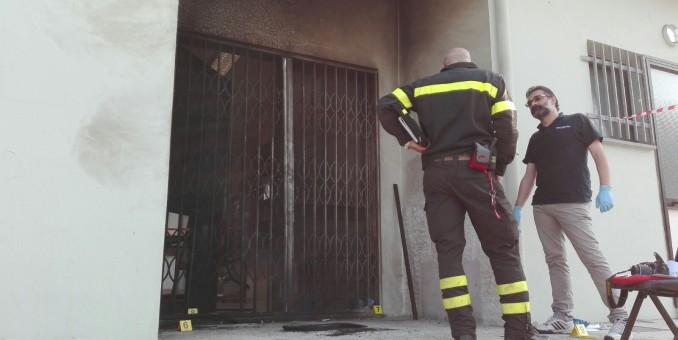 Attentato con bombole incendiarie alla sede Pd della Madonnina